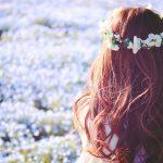 女の子と花畑